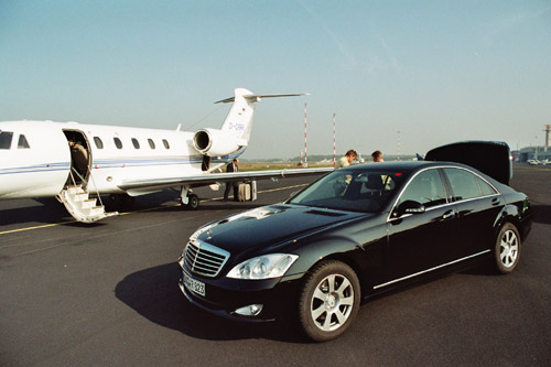 Chauffeur and Limousine at the runway of airport Münster